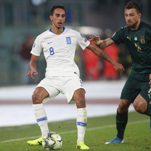 Zeca edustamassa Kreikkaa vuoden 2020 Euro karsinnoissa Italiaa vastaan.